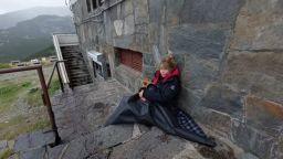 Хижари оставили Мира Добрева навън насред буря (видео)