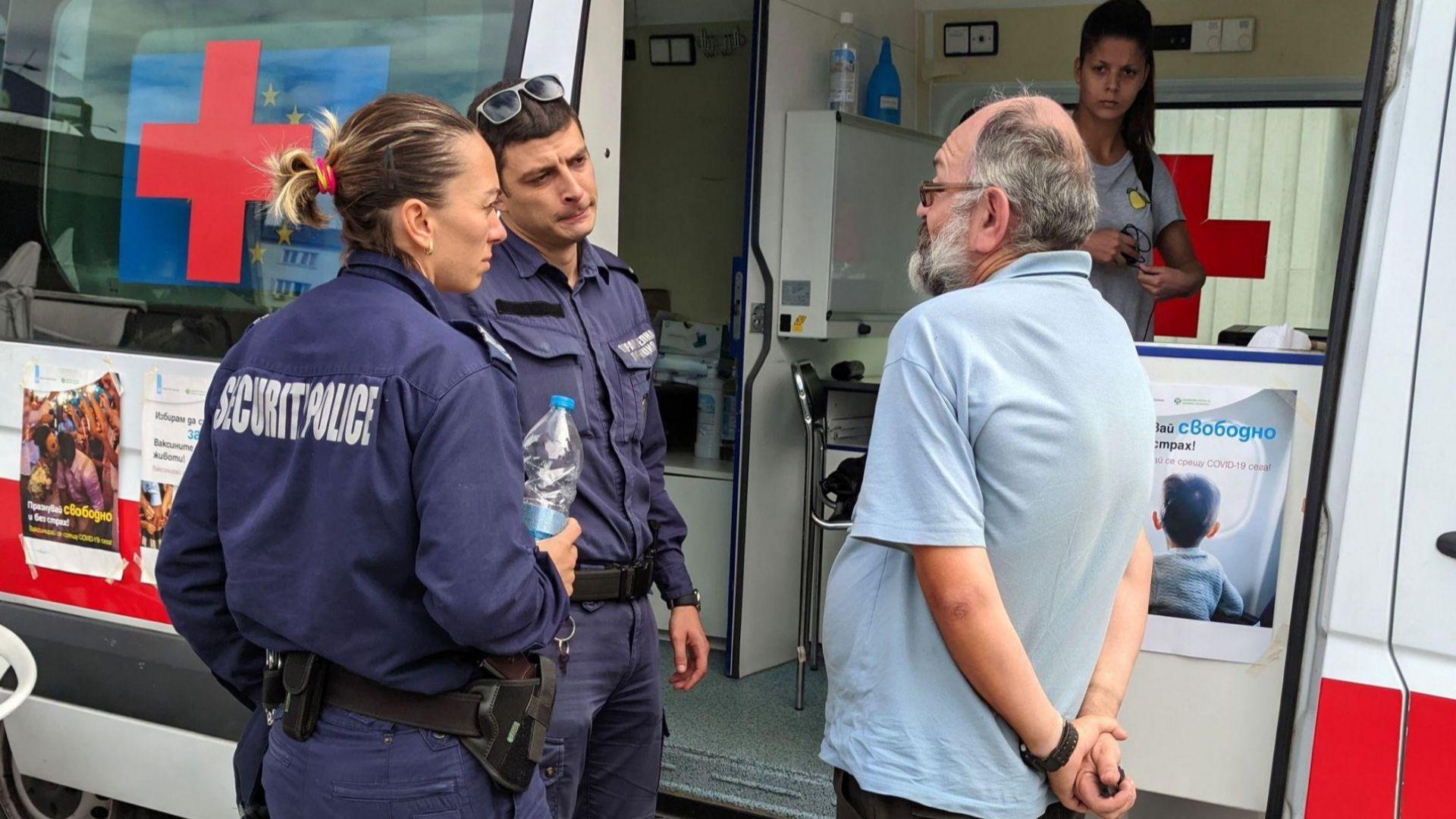 МЗ осъди остро атаката срещу ваксинационен пункт, прокуратурата търси извършителите