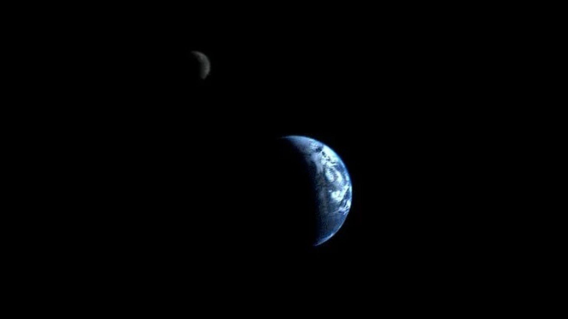 """Земята и Луната, заснети заедно от """"Вояджър 1"""""""