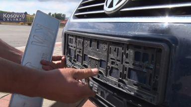 Напрежение на границата между Ковово и Сърбия: Прищина сваля табелите на колите с KS