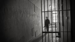 Хванаха затворник да вари ракия в килията, той заведе дело за нарушени човешки права