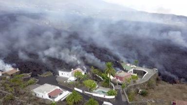 Нов поток от лава погълна десетки къщи на Канарските острови (снимки/видео)