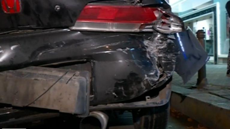 13-годишно момиче пострада при катастрофа с два автомобила и трамвай