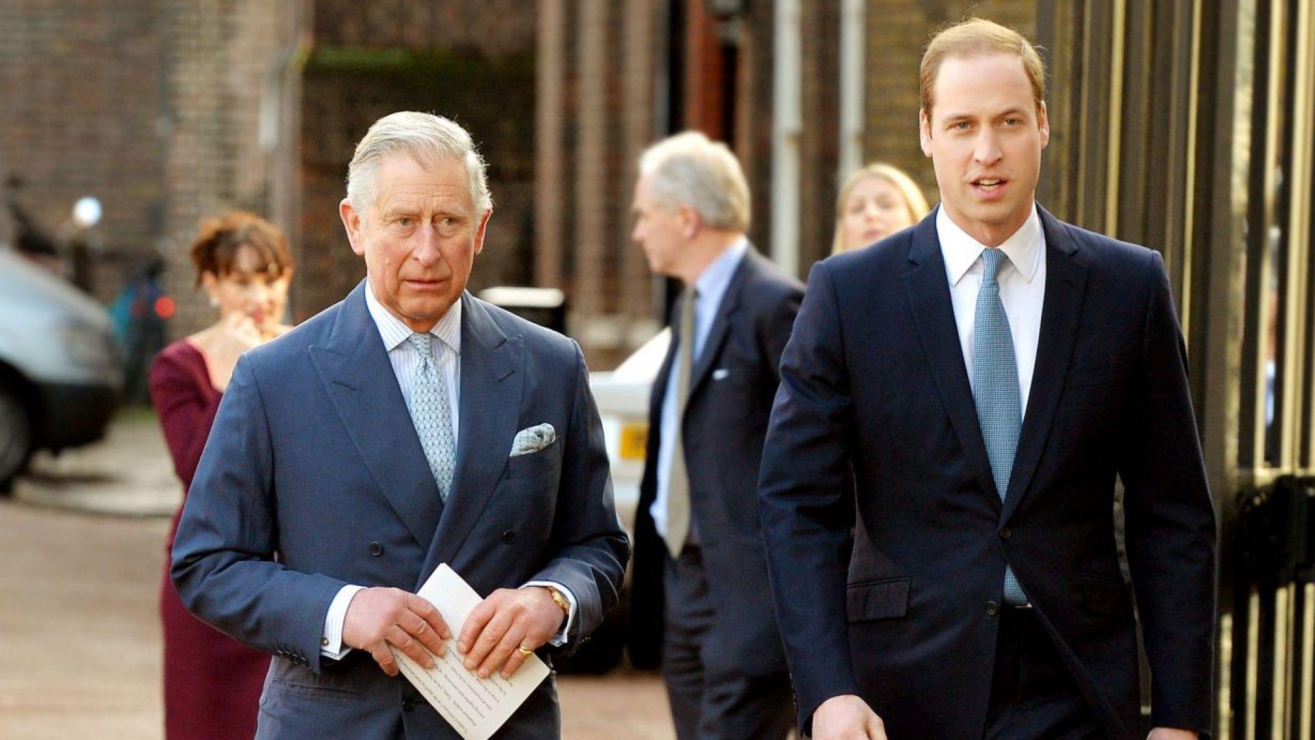 Принц Чарлз и синът му Уилям на премиерата на новия филм за Джеймс Бонд със съпругите си