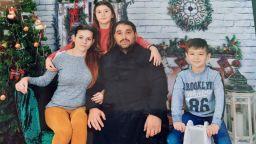 Млада майка с две деца се нуждае от спешно лечение в чужбина