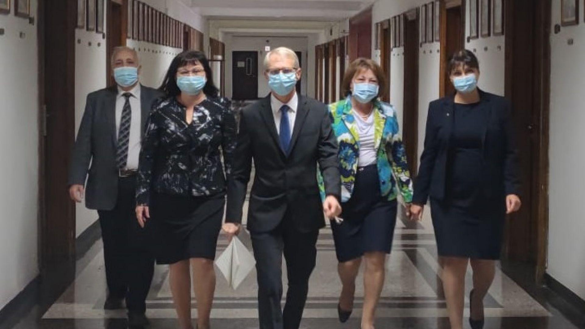 Министър Денков обяви три приоритета на МОН и двама нови заместници