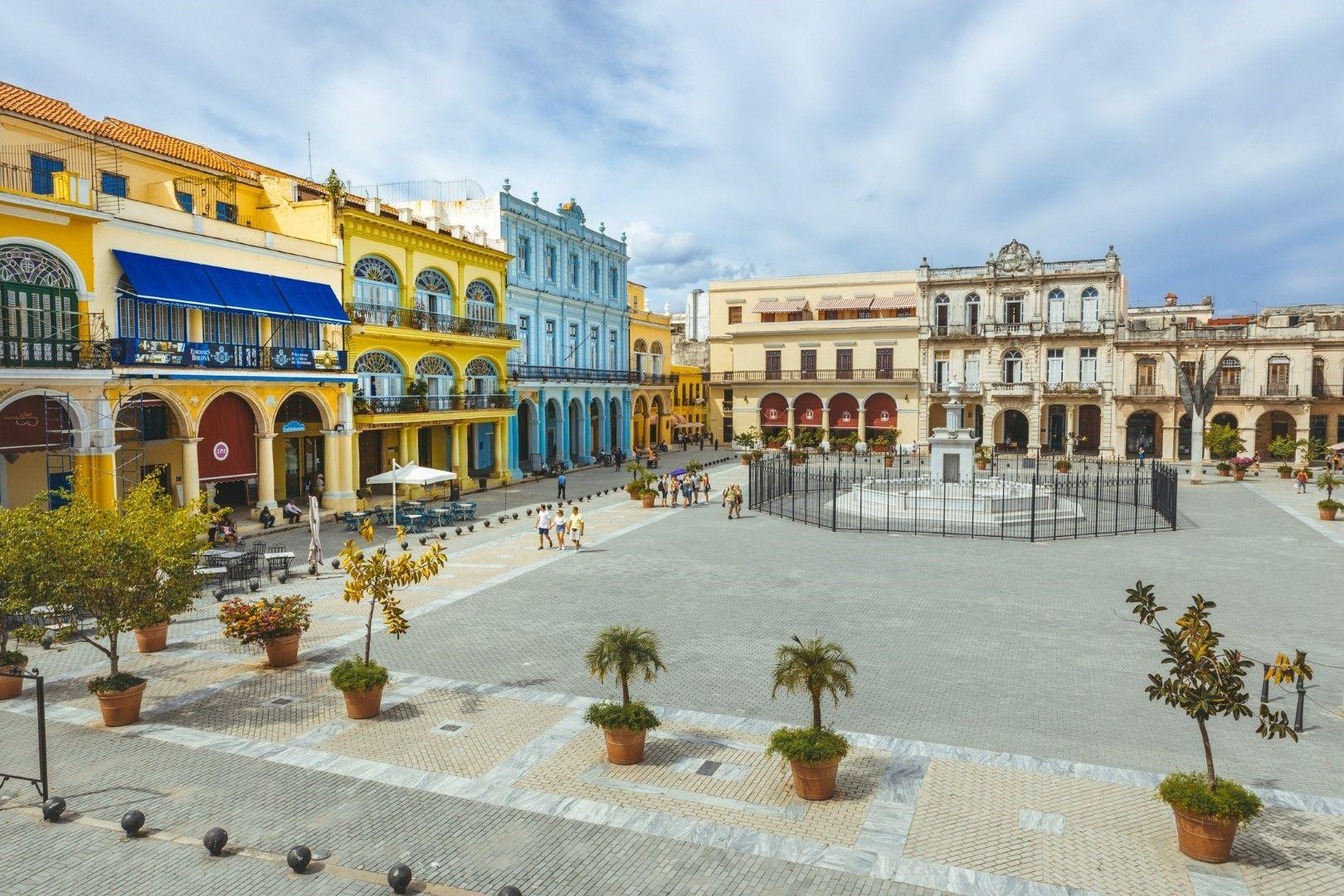 """Площад """"Пласа Виеха"""" в Хавана, Куба"""