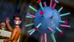 Антиваксъри: няма коронавирус, има световна война