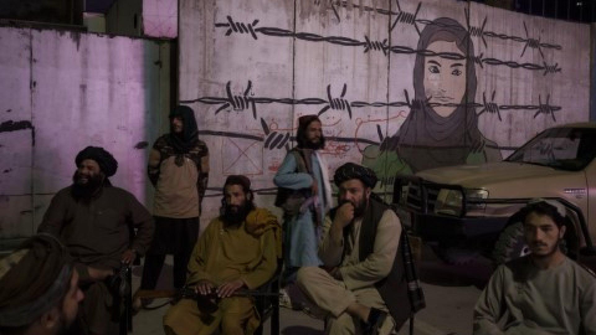 Талибаните провесиха на площади телата на убити от тях похитители