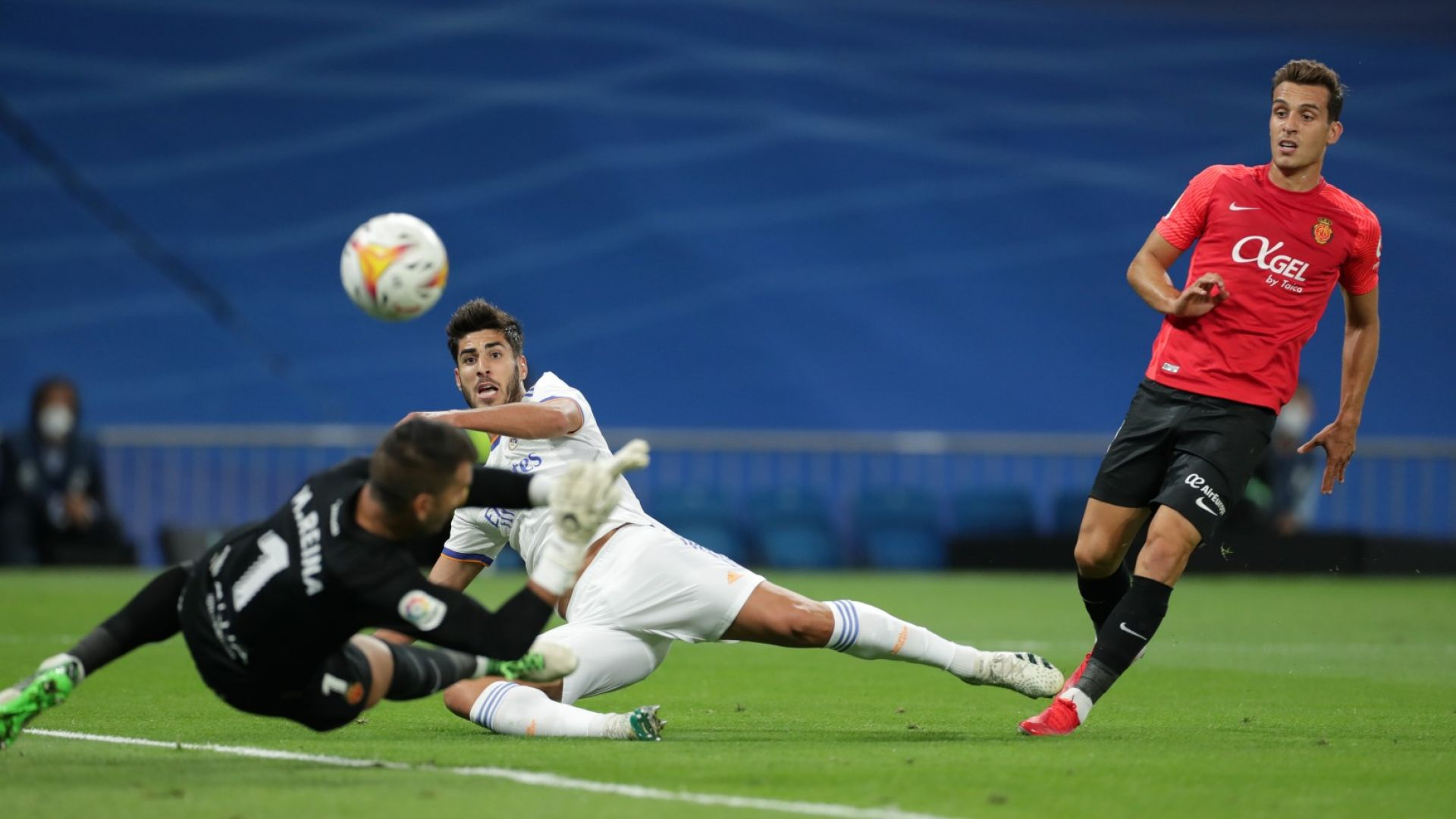 """Реал се развилня на """"Бернабеу"""" и отново е на върха в Испания"""