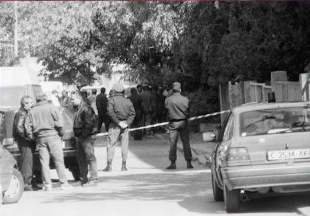 Полицаи са отцепили района на убийството на Луканов