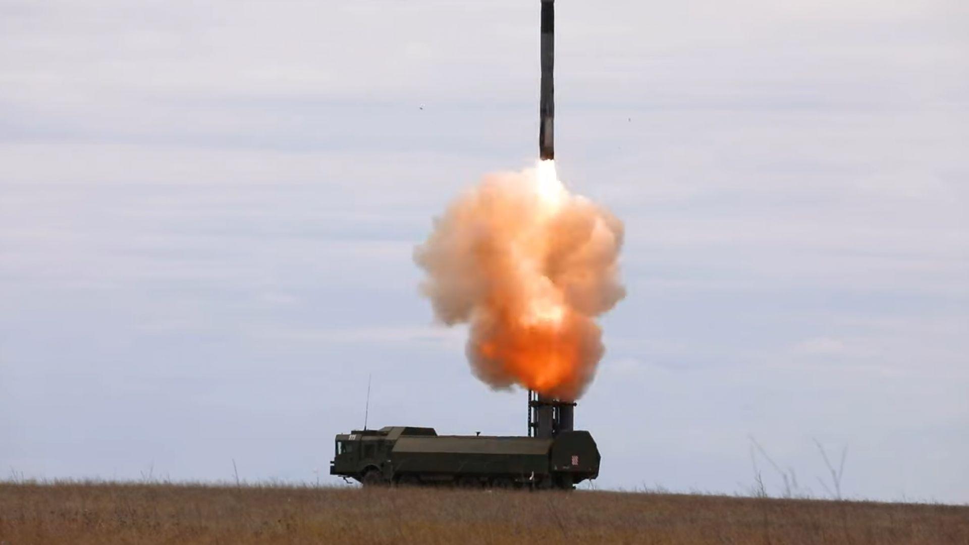 Русия тренира стрелба по цели в морето по време на украинско-американски учения (видео)