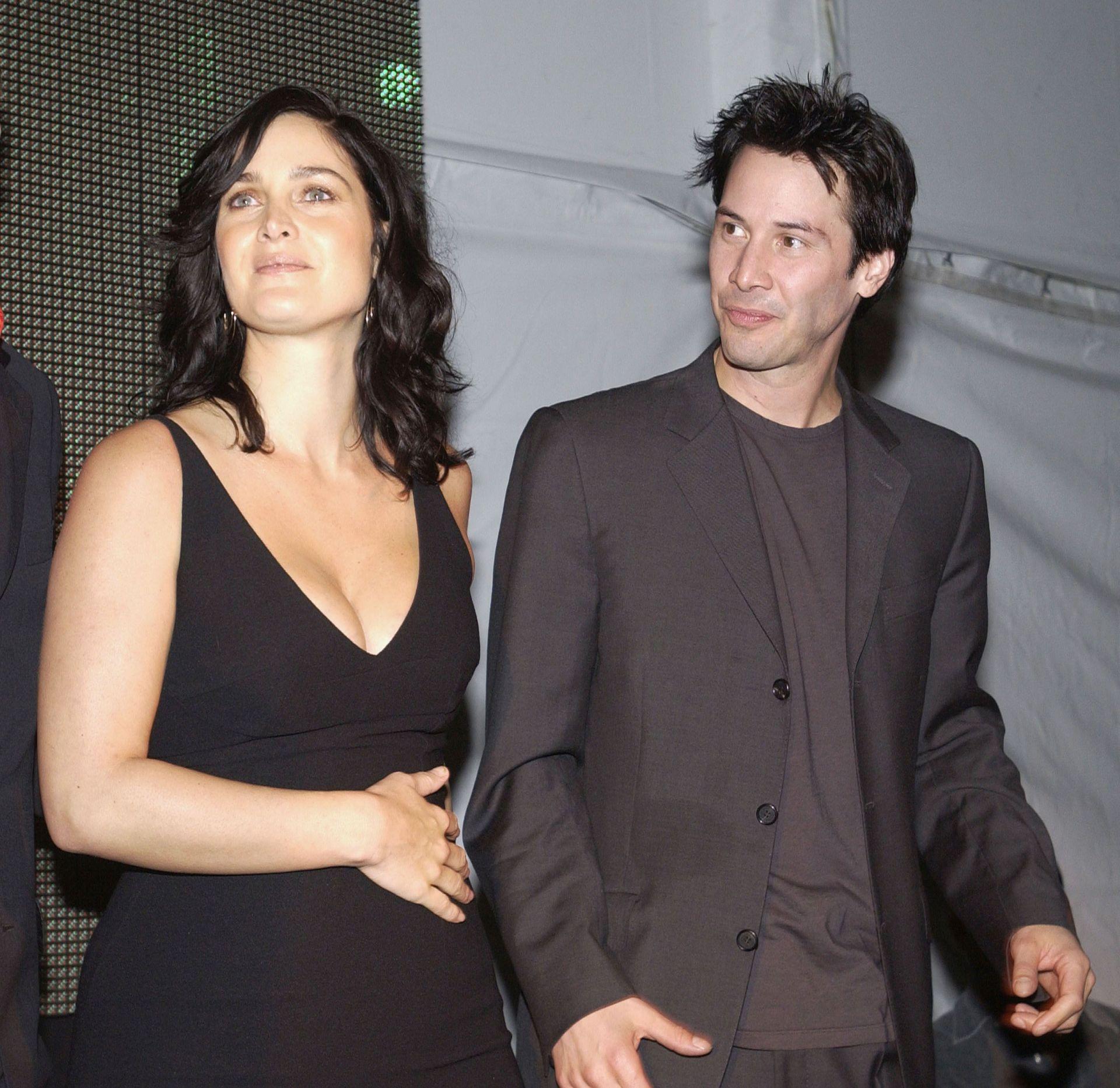 """Кари-Ан Мос и Киану Рийвс пак ще се обичат на големия екран-тук са на премиера на """"Матрицата: Презареждане"""" през 2003 г."""