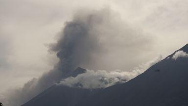 Вулканът до столицата на Гватемала изригна (снимки/видео)
