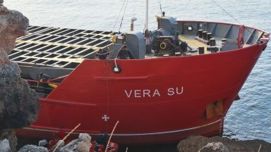 Проби за киселинност не откри замърсяване при заседналия кораб край Камен бряг