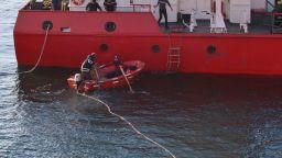 Водолаз откри изтичане на азотен тор от заседналия кораб край Камен бряг