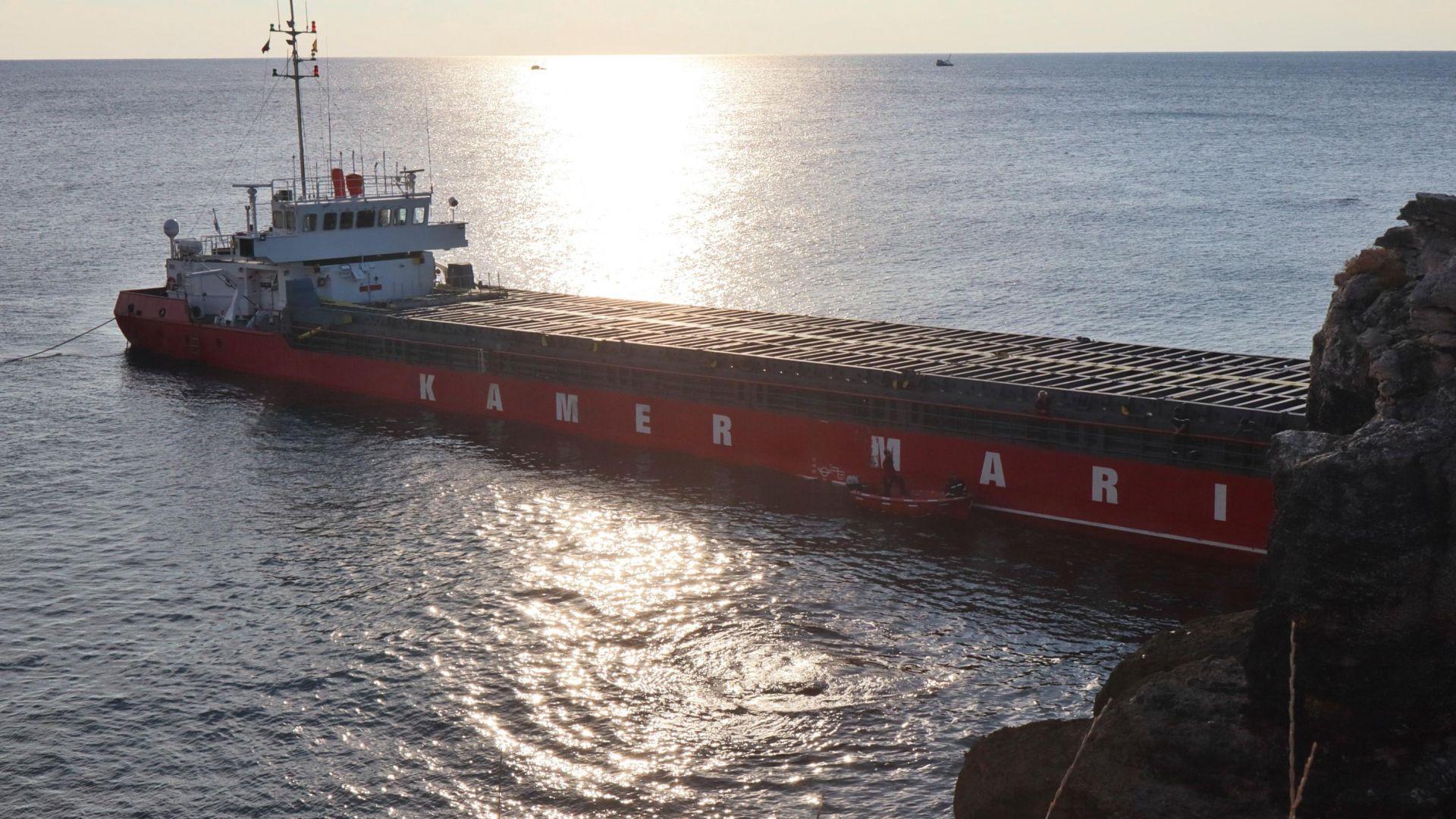 Времето за разтоварване на кораба Вера Су изтича: Ще се стигне ли до екокатастрофа