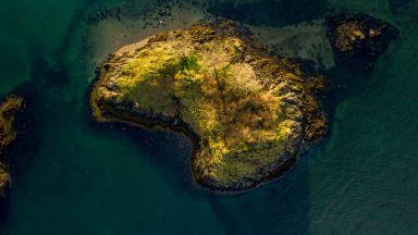 Необитаем остров с китове край Шотландия се продава за под 60 000 евро