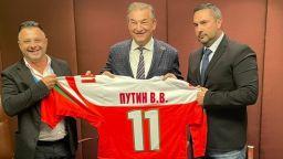 Хокейната федерация подписа договор за сътрудничество с Русия и подари екип на Путин