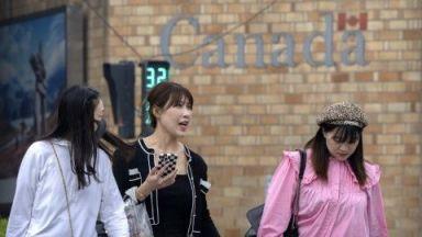 """Канадски съд освободи финансовия директор на """"Хуауей"""", Пекин пък пусна двама канадци"""