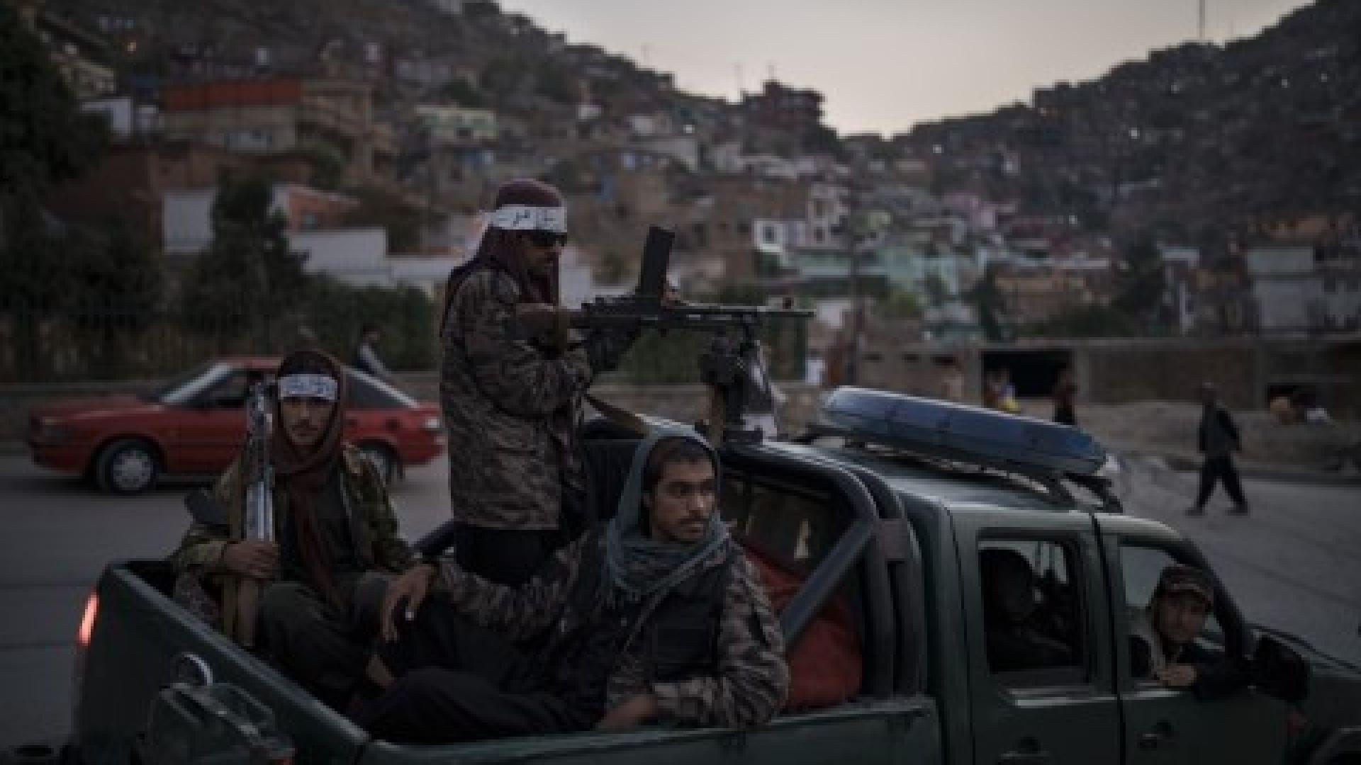 Бомбен атентат срещу талибански конвой, САЩ смекчиха санкциите срещу талибаните