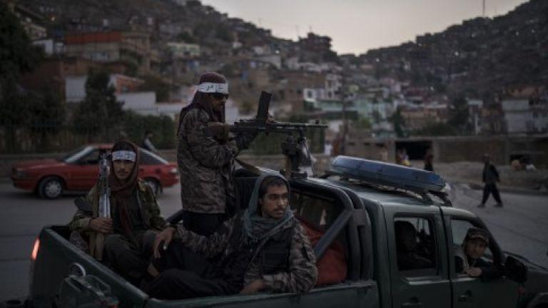 Бомба експлодира при преминаването на талибански конвой в Афганистан днес.