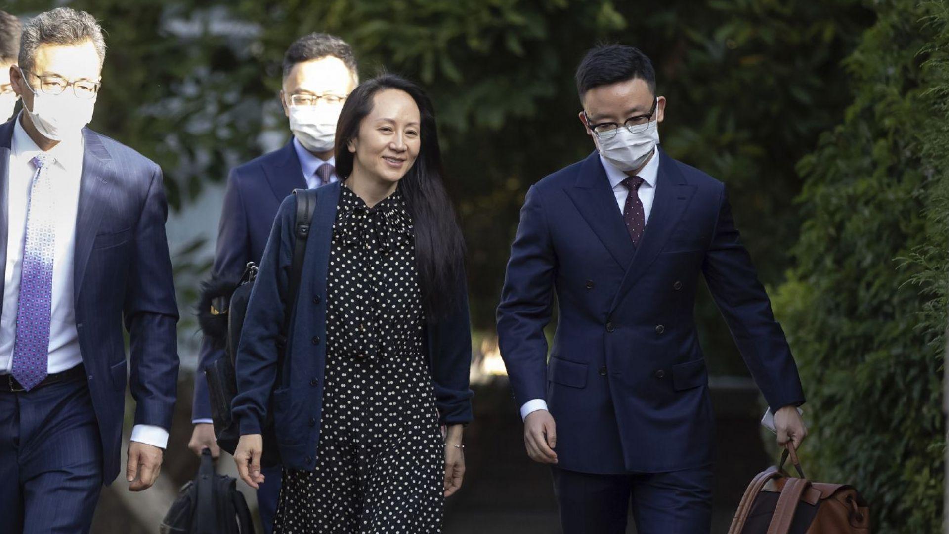 """Обрат в дипломатическия скандал: Дъщерята на основателя на """"Хуауей"""" се върна в Китай"""