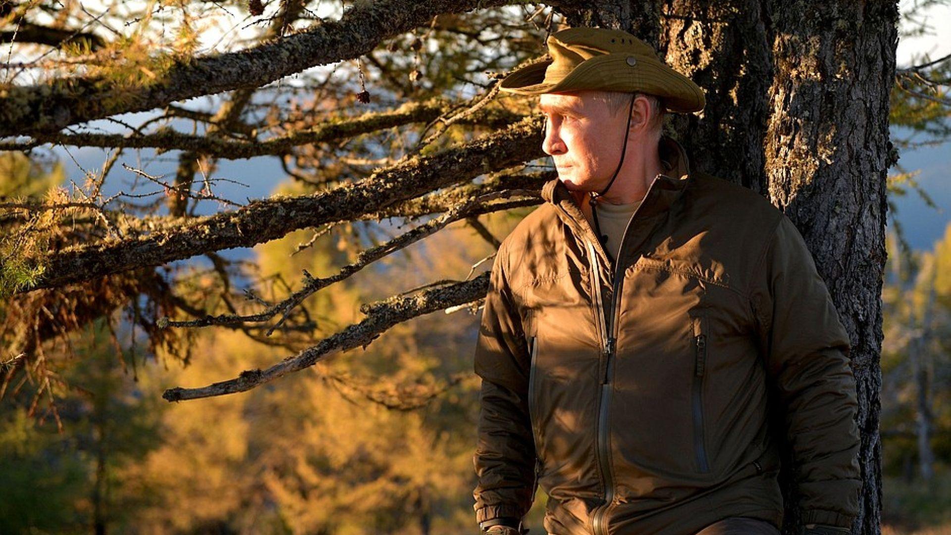 Путин излезе от самоизолация и отиде на риболов в Сибир (снимки)