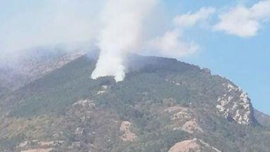 Пожар гори северозападно от Водната кула в Карлово