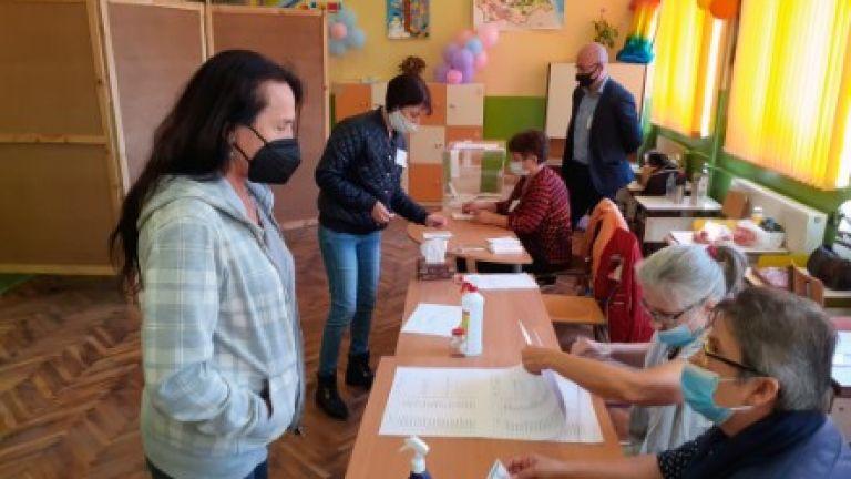 Референдумът в село Мадара приключи при избирателна активност от около