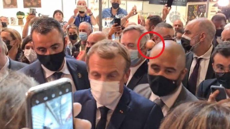 Разгневен младеж замери с яйце френския президент Еманюел Макрон по