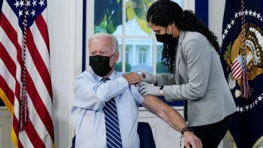 Поставиха на Байдън трета доза ваксина срещу Covid-19 (видео)