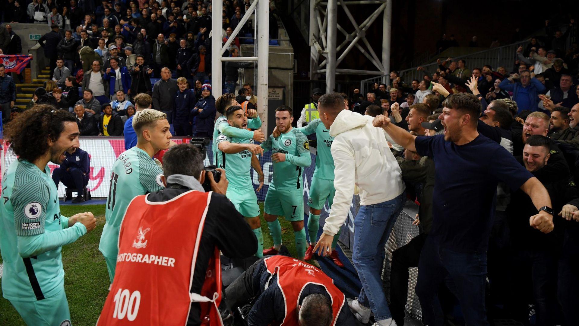 Най-странното дерби в Англия не разочарова - късен гол, драма, сблъсъци между играчи и публика...