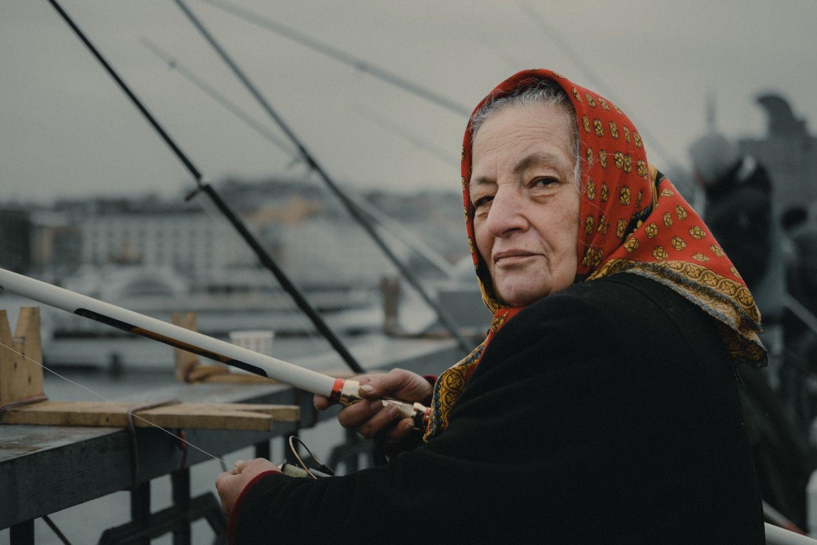 Риболовът в Босфора не е запазен само за мъжете