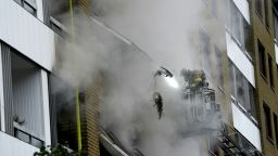 Експлозия в жилищна сграда в Швеция вкара 25 души в болница, четирима са тежко ранени (снимки/видео)