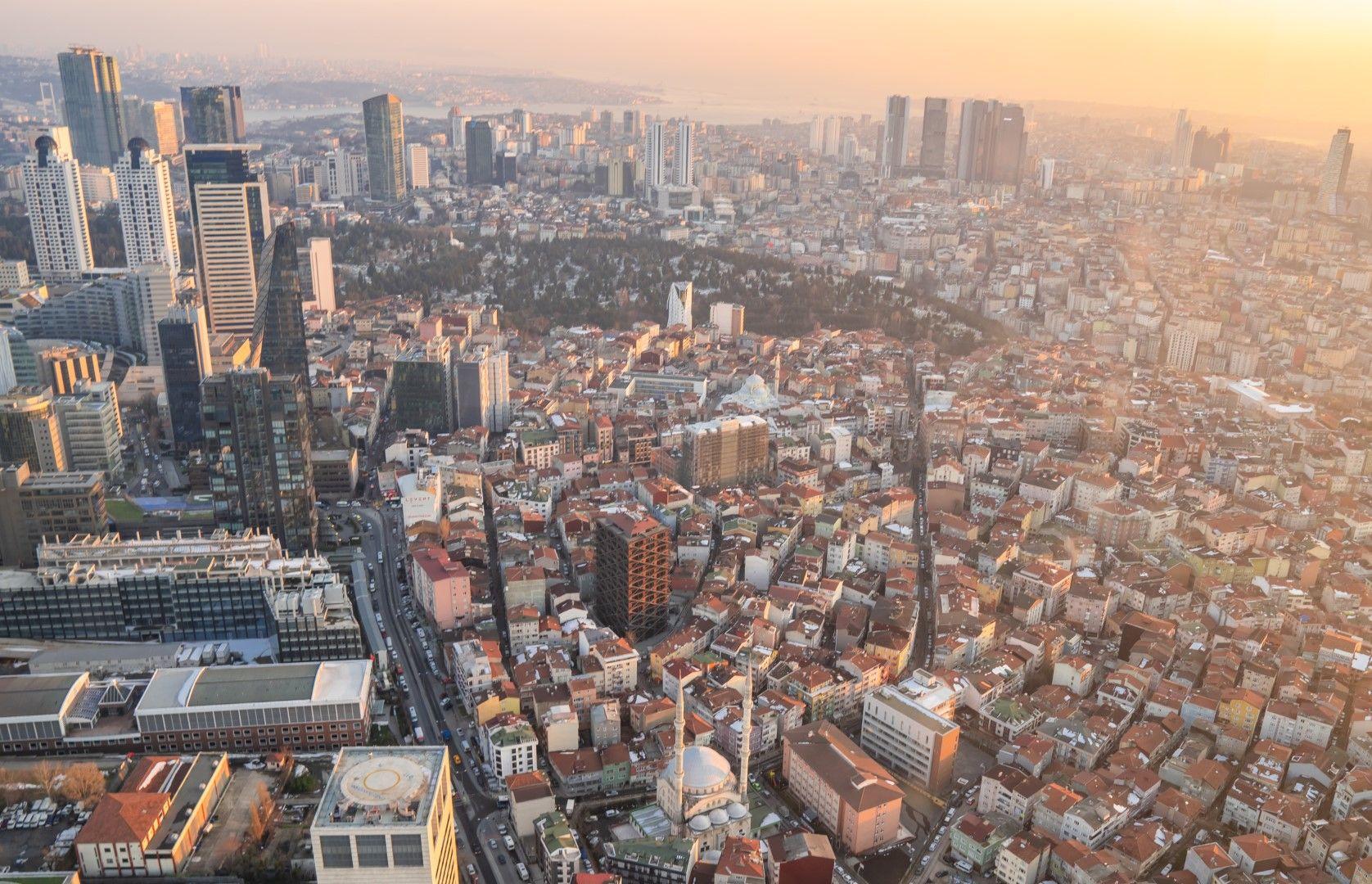 Другото лице на Истанбул - небостъргачи и бизнес сгради