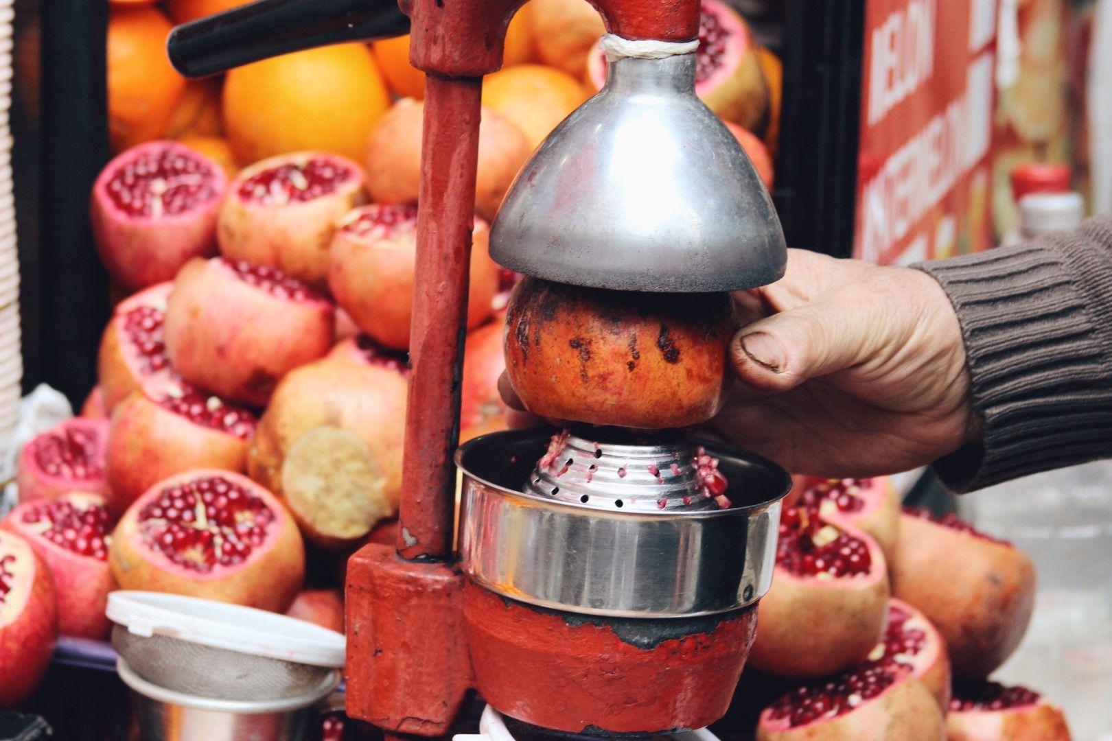 Навсякъде по улиците на Истанбул можете да си вземете прясно изцедени сокове