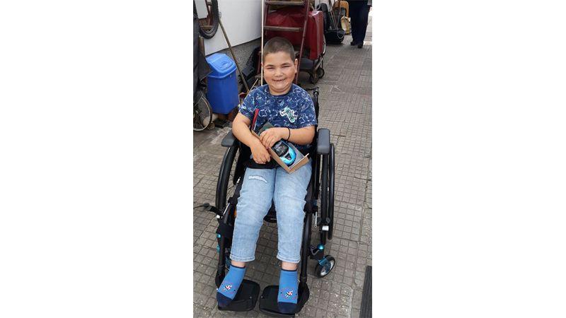 Още един стимулиращ пост за жените, които плетат благотворително - от 07 май 2020 г. От него те научават за поредната изпълнена мисия: Малкият герой Ники, зад когото са от години, най-накрая се радва на дълго чакана нова, удобна инвалидна количка. Има я благодарение на тях, защото средствата са събрани от техните вълшебни играчки. Пак те организираха закупуването и доставката ѝ от Германия.