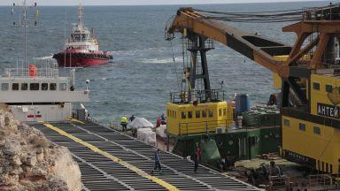 """Фирма, спасявала подводницата """"Курск"""", идва на помощ за заседналия кораб"""