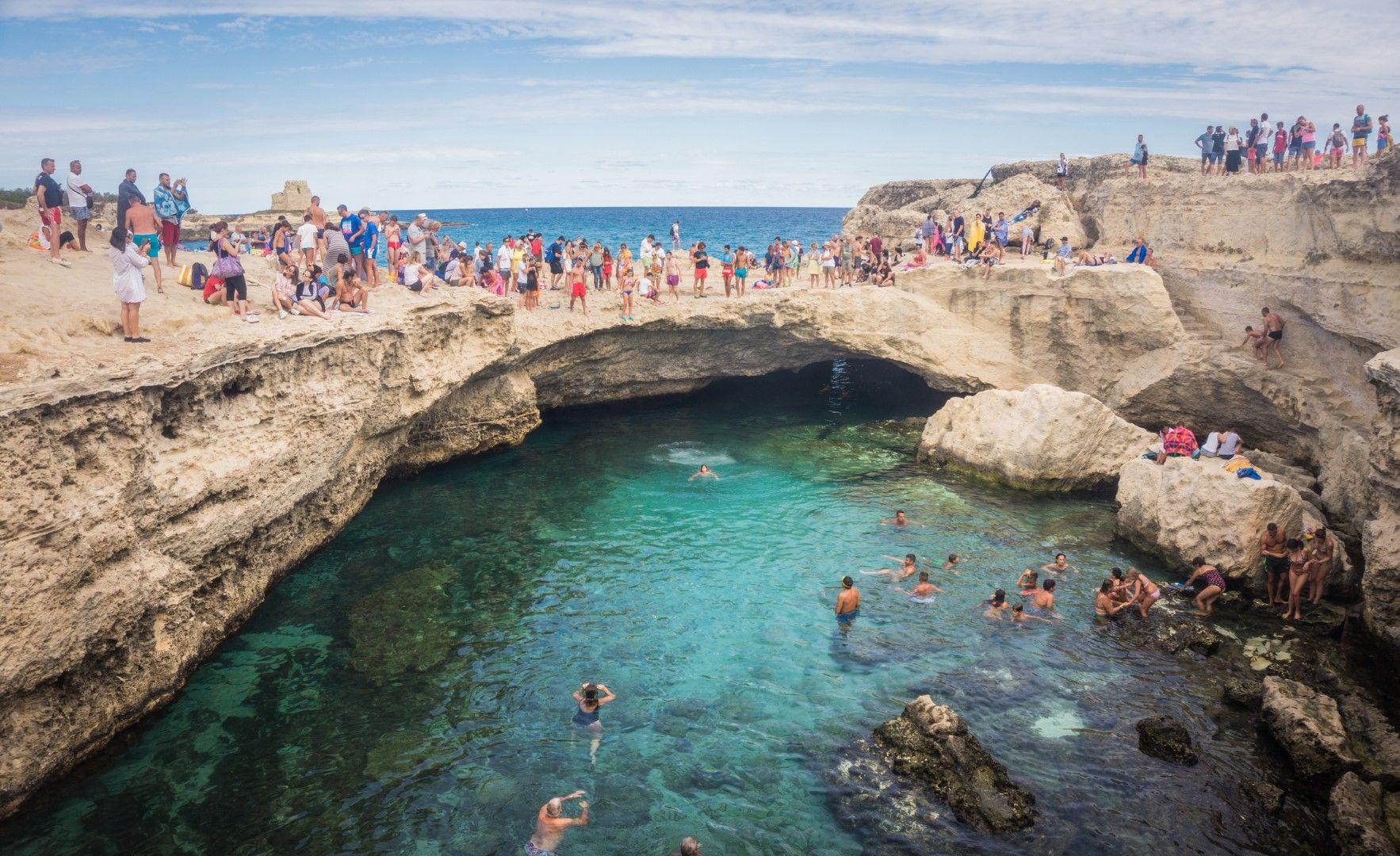 Пещерата има много посетители и днес, но скачането от скалите вече е официално забранено
