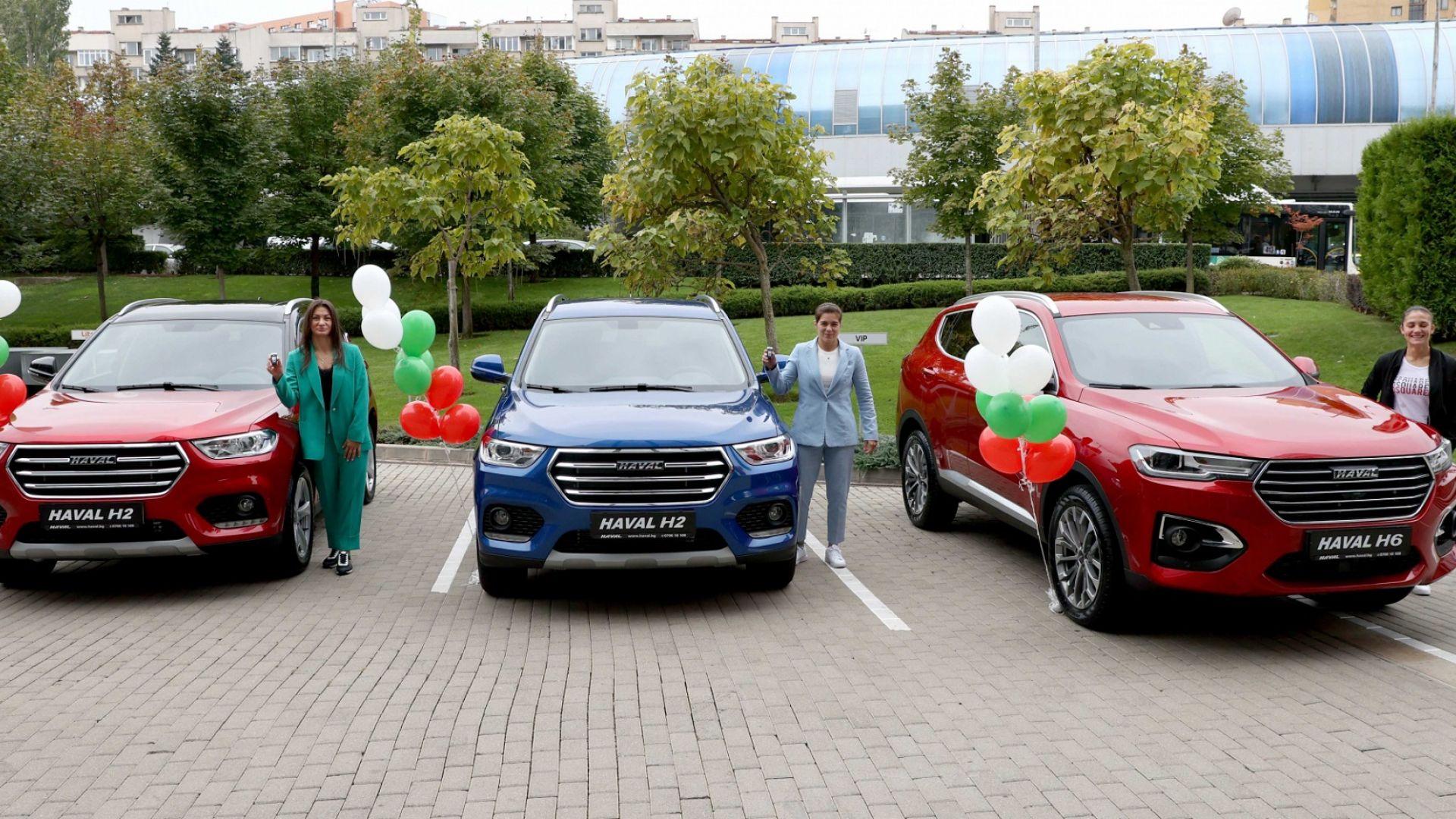 Олимпийските медалистки в борбата и каратето подкараха нови коли