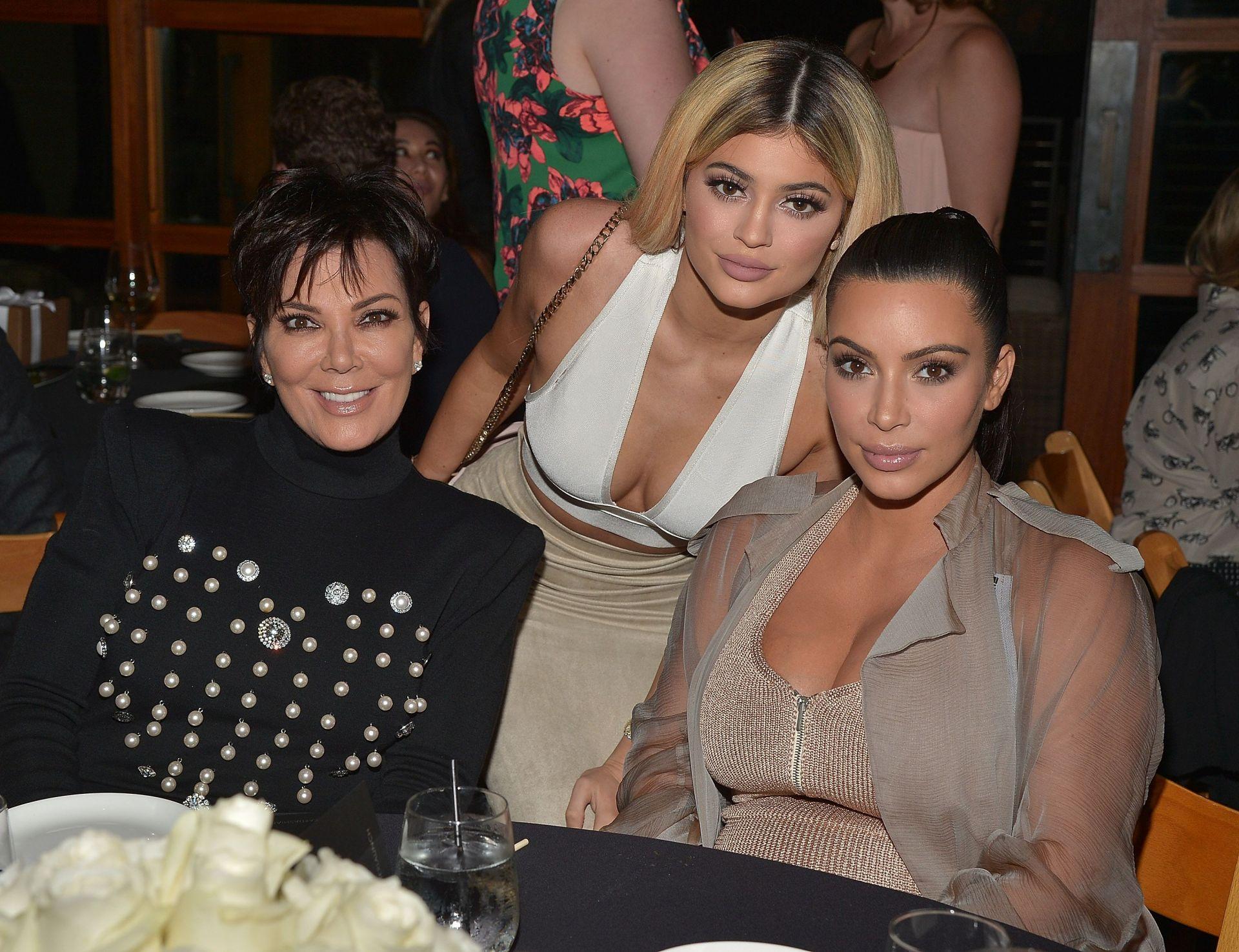 Крис Дженър с две от дъщерите си - Ким Кардашиян и Кайли Дженър