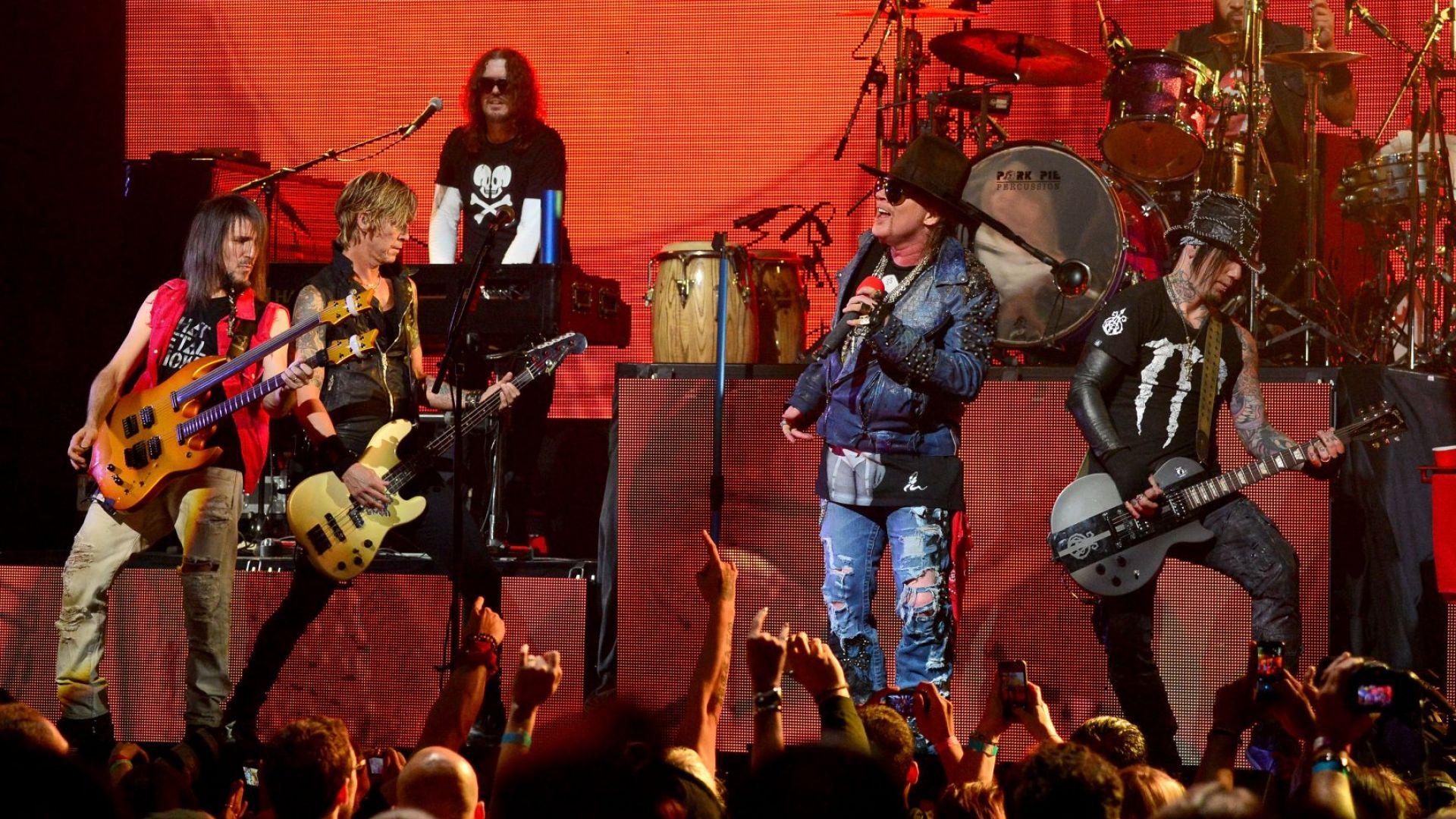 Guns N' Roses обявихa първия си албум от 28 години, записан от оригиналния състав