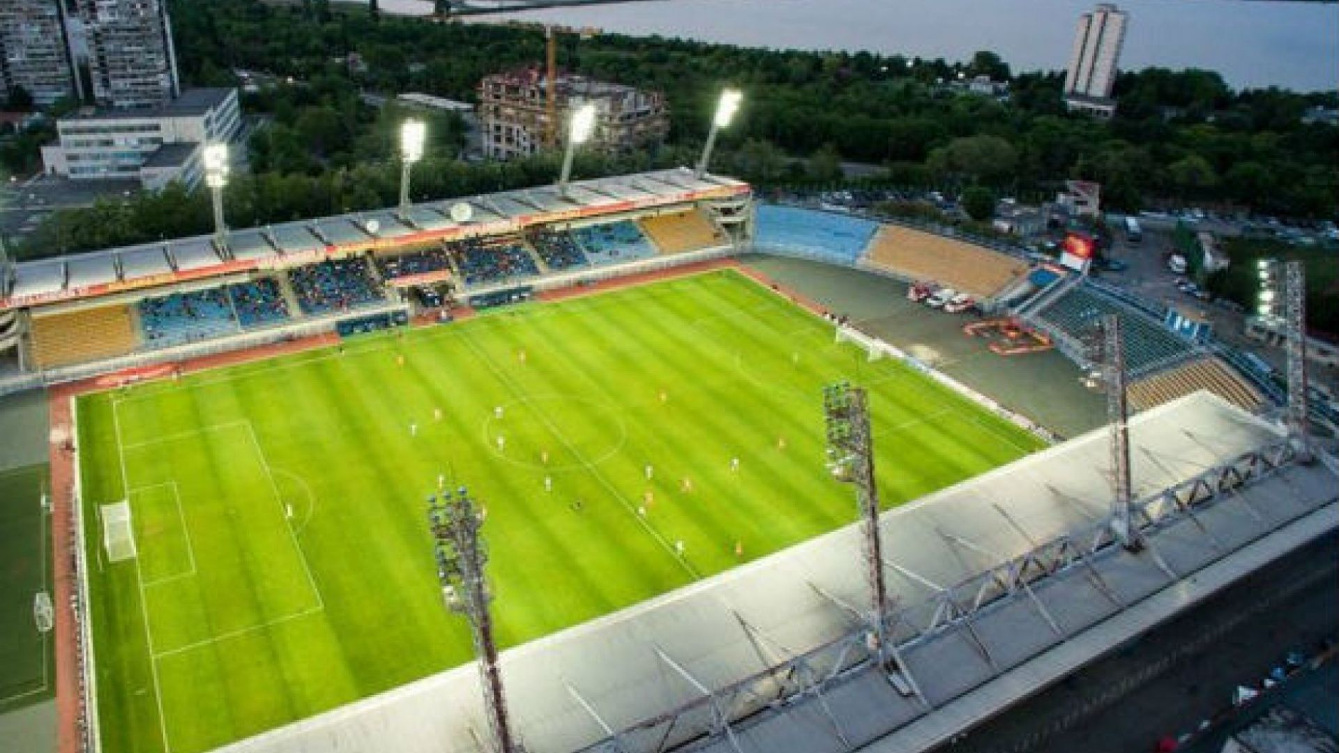 """НАП пусна на търг части от бургаския стадион """"Лазур"""""""