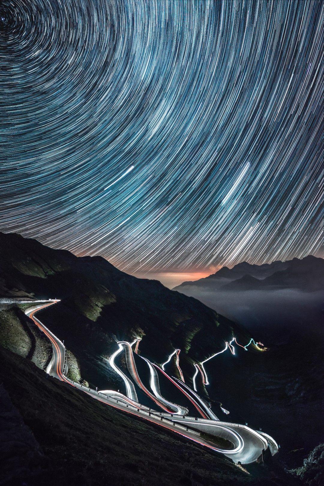 """Проходът """"Стелвио"""" през нощта"""