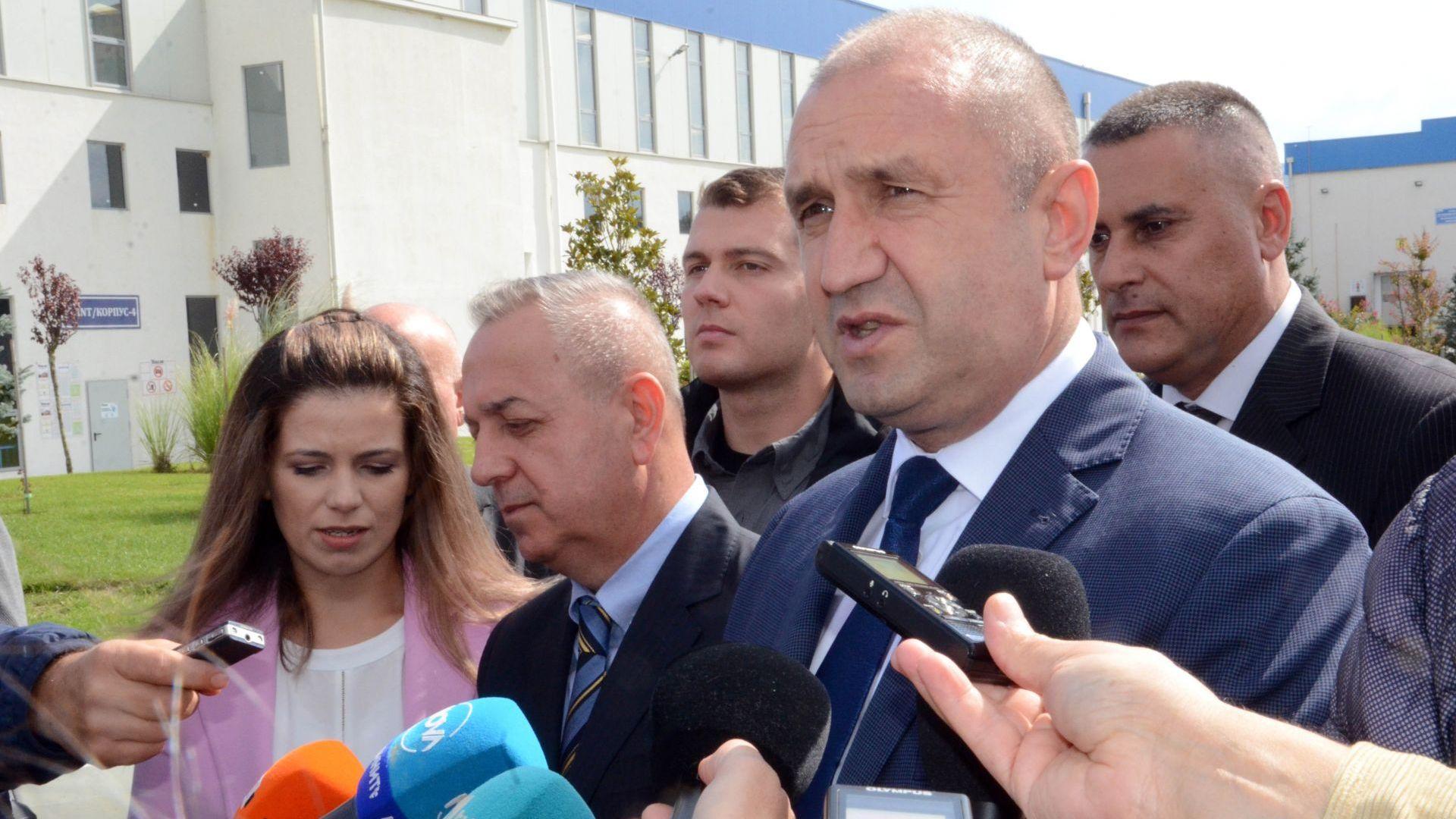 Радев: Служебният кабинет спазва законите за разлика от този на Борисов