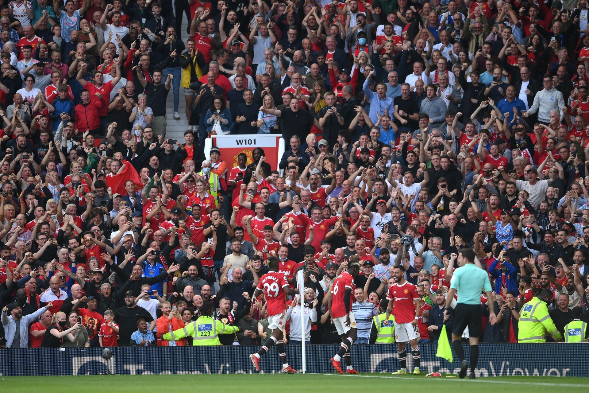 """Пълен стадион с фенове на """"Манчестър Юнайтед"""""""