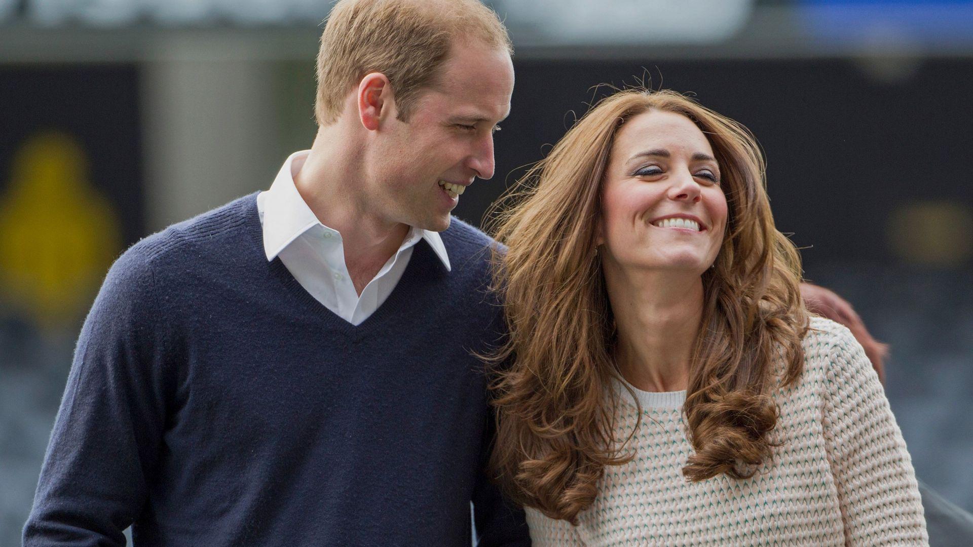 Кейт и Уилям мерят уменията си на футбол и ръгби