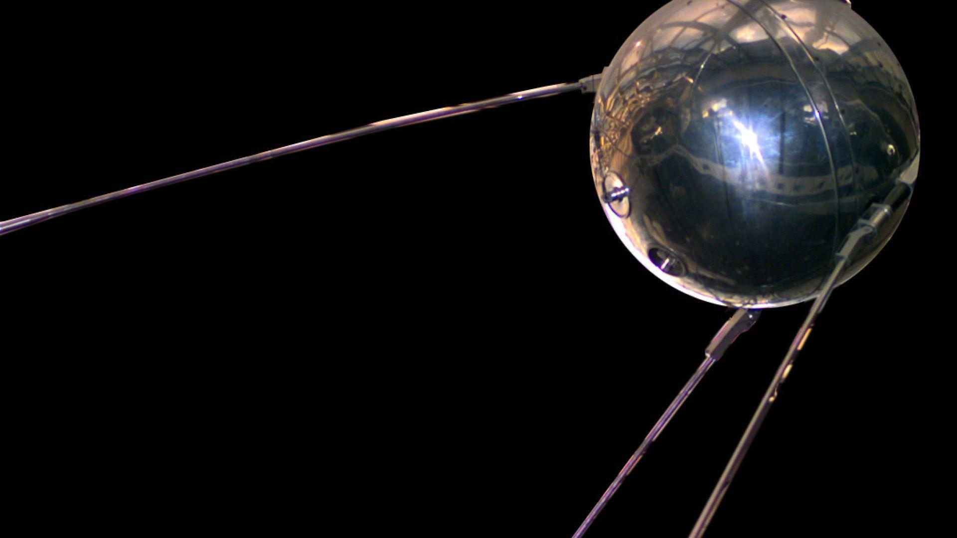 """Как """"Спутник"""" постави началото на Космическата надпревара"""