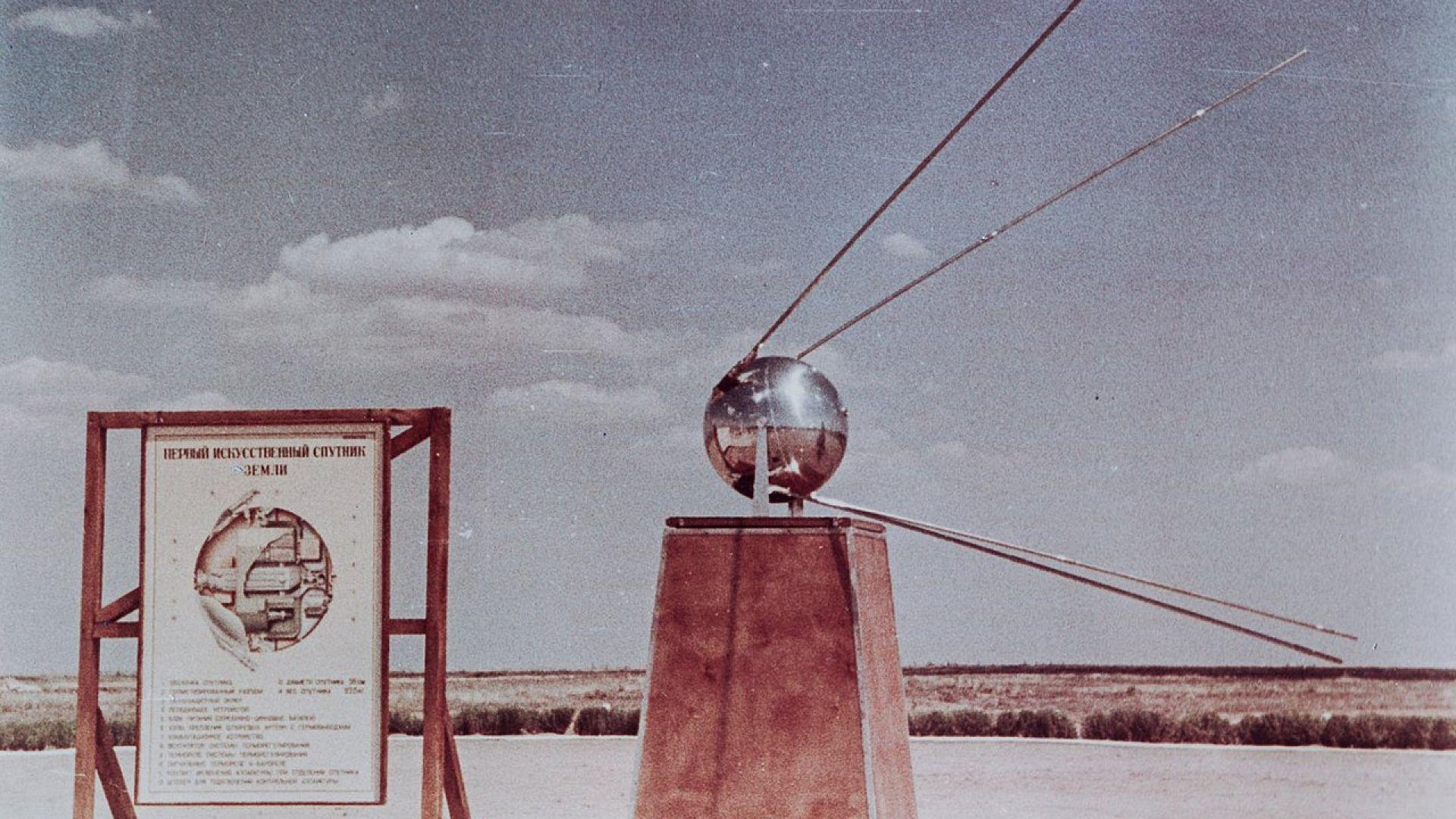 """Макет на """"Спутник I"""" в реални размери"""